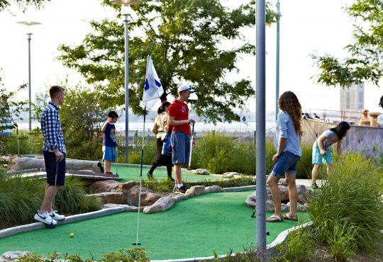 Neighborhood gallery - 6 of 9 - Miniature golf game
